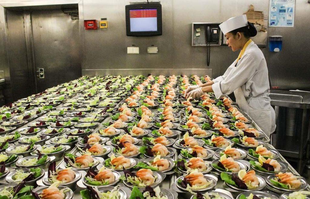 Cruise ship food