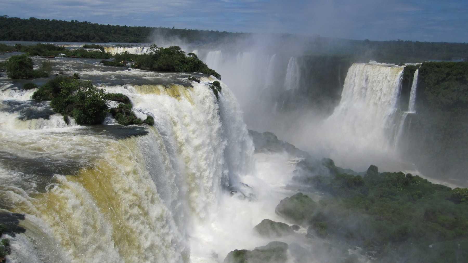 iguazu-waterfalls-Argentina