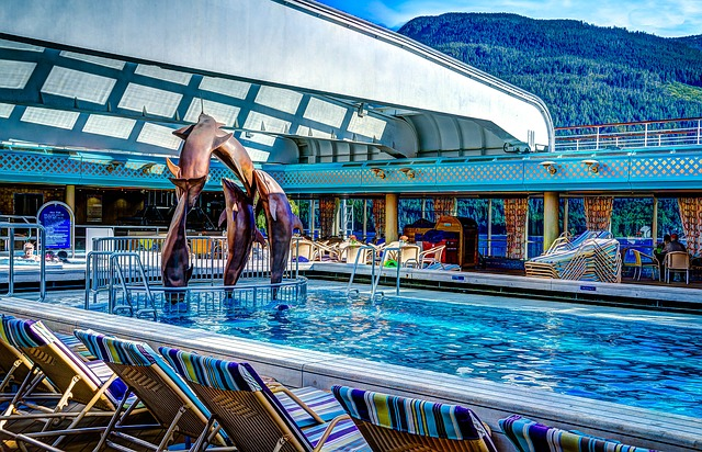 cruise-ship-swimming-pool