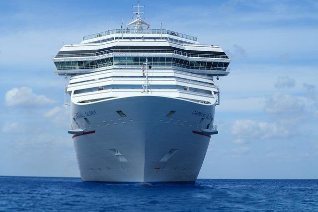 mega-cruise-ships